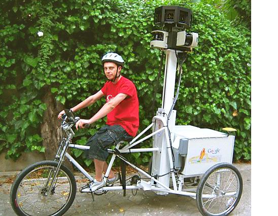 Vehículo de Google Street View tomando fotograías